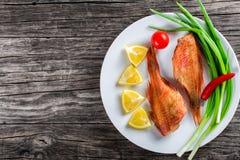 Baixo de Mar Vermelho no prato branco, vista superior Imagens de Stock Royalty Free