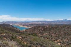 Baixo reservatório durante a seca de Califórnia Foto de Stock Royalty Free