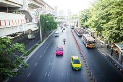 2 baiyoke曼谷bts大厦城市运输路线多并行skytrain岗位街道最高的泰国塔运输视图 免版税库存照片