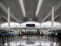 BAIYUN, GUANGZHOU, CHINY Pusta odprawa wykłada podczas przycichnięcie okresu przy Baiyun lotniskiem, Guangzhou, Baiyun jest jeden obraz stock