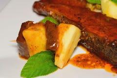Bajan-Brotfrüchte mit Fisch-und Thymian-Blättern Lizenzfreie Stockfotografie