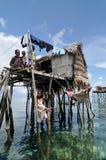 Bajau渔夫的木小屋 库存照片