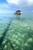 Bajau渔夫的木小屋 免版税库存照片