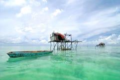 Bajau渔夫的村庄 免版税库存照片