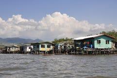 bajau Borneo gypsy stwarzać ognisko domowe wyspy morze Obrazy Royalty Free