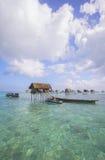 Bajau não identificado Laut caçoa em um barco na ilha de Maiga o 19 de novembro de 2015 Fotos de Stock Royalty Free