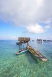 Bajau non identifié Laut badine sur un bateau en île de Maiga le 19 novembre 2015 Photographie stock libre de droits