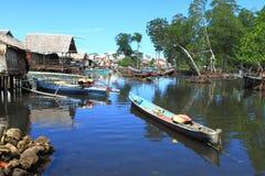 Bajau by, norr Sulawesi Royaltyfria Bilder