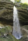 Baje la cascada de Pericnik en las montan@as julianas Imágenes de archivo libres de regalías