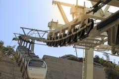 Baje la estación del cable del pasajero que lleva de Fira de Fira a p foto de archivo libre de regalías