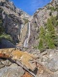 Baje las cataratas de Yosemite Foto de archivo