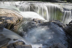 Baje a Lewis River Falls Closeup Fotos de archivo