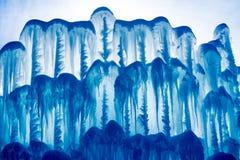 Bajecznie abstrakcjonistyczny bławy tło obrazka lód zrobił ścianie iluminującej słońcem za od obraz stock