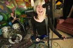 Bajista de sexo femenino que grita Imágenes de archivo libres de regalías