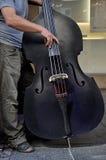 Bajista doble acústico Imagen de archivo libre de regalías