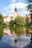 Bajka kasztel i swój odbicie lustrzane na powierzchni staw, Telc, Moravia, republika czech fotografia royalty free