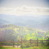 Bajka las w Retro stylu Papierowy rocznik Textured Góra krajobraz, obraz royalty free