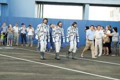 BAJKONUR, KASACHSTAN - JULE, 28: wirkliche Astronauten, Astronauten werden zum ISS auf einer russischen Weltraumrakete geschickt  lizenzfreie stockfotos