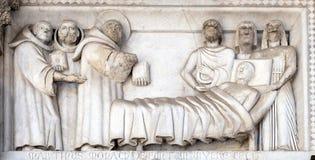 Bajo-alivio que representa las historias de San Martín, catedral de San Martín en Lucca, Italia imagenes de archivo