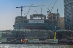 Bajo construcción del proyecto de ICONSIAM, un desarrollo futuro del mezclado-uso en los bancos de Chao Phraya River en Bangkok,  foto de archivo libre de regalías