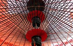 Bajo el paraguas japonés Foto de archivo libre de regalías