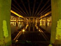 Bajo el puente Foto de archivo libre de regalías