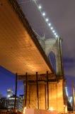 Bajo el puente de Brooklyn imagen de archivo libre de regalías