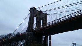 Bajo el puente de Brooklyn Imágenes de archivo libres de regalías