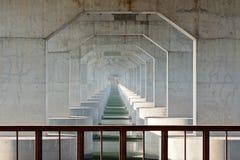 Bajo el puente de la carretera Foto de archivo libre de regalías
