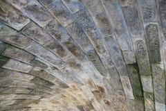 Bajo el puente de piedra Fotos de archivo libres de regalías