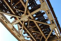 Bajo el puente ferroviario imágenes de archivo libres de regalías