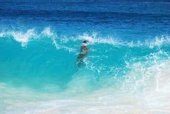 Bajo la onda Foto de archivo libre de regalías