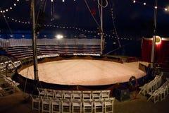 Bajo la tienda de circo del top grande Foto de archivo