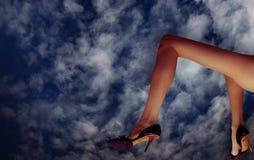 bajo los cielos azules Foto de archivo