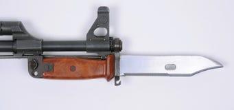 Bajonet op AK47 aanvalsgeweer Stock Foto's