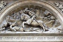 Bajorrelieve de San Jorge y del dragón Imagenes de archivo