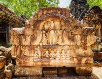 Bajorrelieve en el templo antiguo del som de TA en Angkor, Camboya Imagenes de archivo