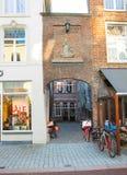 Bajorrelieve en la pared en la ciudad holandesa de Den Bosch Fotografía de archivo libre de regalías