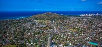 Bak av Diamond Head Crater och den Waikiki stranden Arkivbild