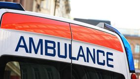 Bak av en ambulansbil Royaltyfri Fotografi