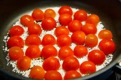 Bak de tomaten stock afbeeldingen