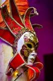 Bak en maskering Royaltyfri Bild