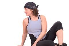 bak henne muskler som sträcker kvinnan Arkivbild