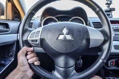 Bak hjulet av den 10th utvecklingen för bilMitsubishi lansiär Arkivfoto