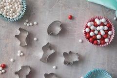 Bak hulpmiddelen voor koekje en cupcake bakselkop Hoogste mening royalty-vrije stock foto's