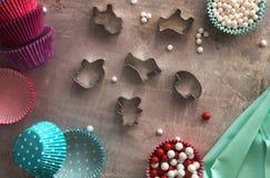 Bak hulpmiddelen voor koekje en cupcake bakselkop rustic stock fotografie