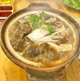 Bak kut é um caril chinês popular em Malásia, em Singapura, em China, em Taiwan e em algumas cidades em países vizinhos fotografia de stock royalty free