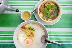 Bak Kut i congee Śniadanie jest wyśmienicie i odżywczymi posiłkami Obrazy Stock