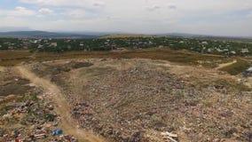 Bak nedgrävning av sopor är en karriär ett stadsdrag arkivfilmer
