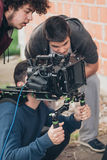 bak plats Kameraman- och assistentskyttefilm med kammen Arkivbilder